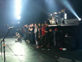 Le groupe sur scène à Halifax au Canada
