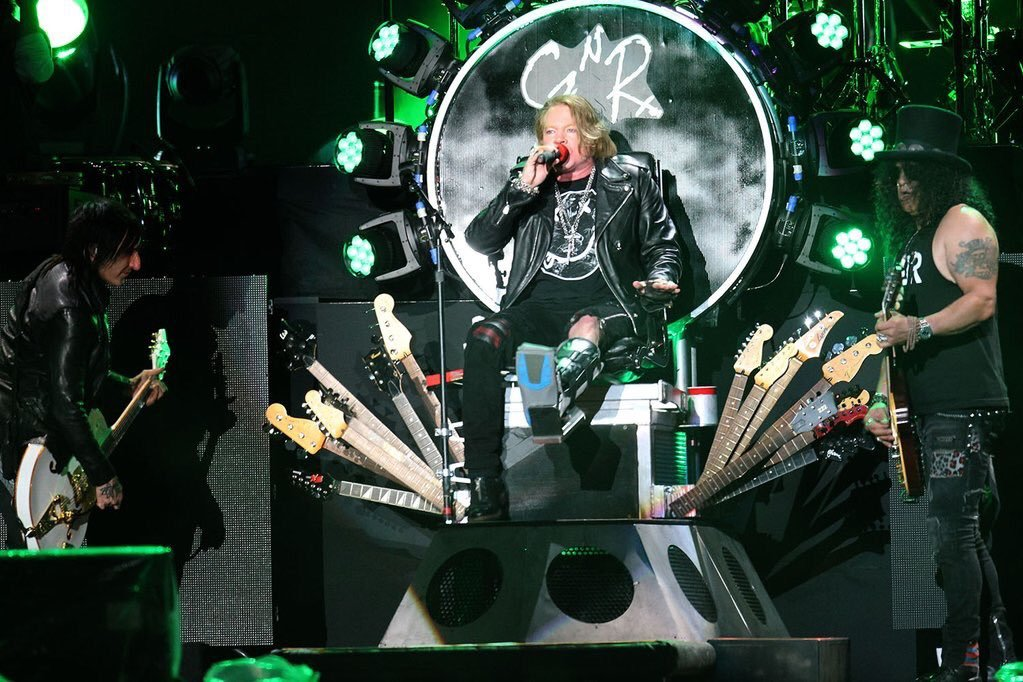 Guns n' roses axl rose trône dave grohl foo fighters 2016 axldc