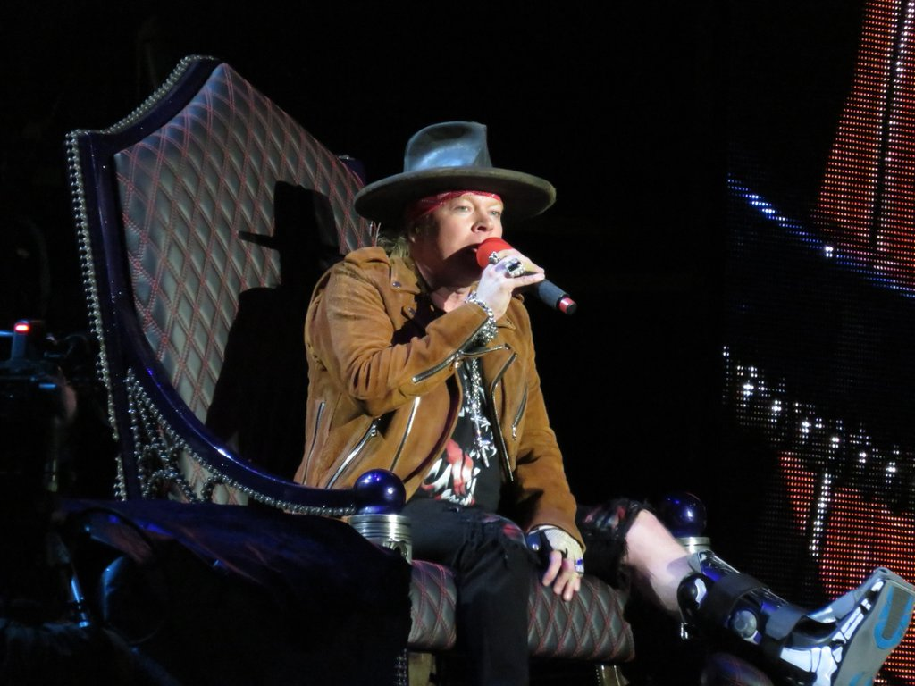 Axl rose guns n' roses mexico city second night rain