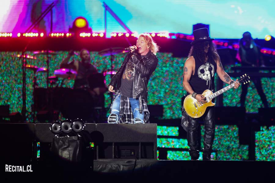 photo concert axl rose slash live santiago 2017