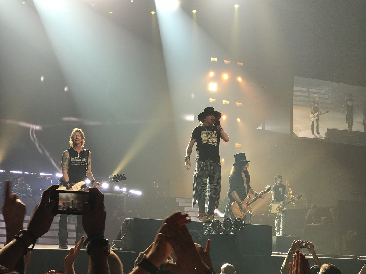 photo guns n roses live louisville 2017