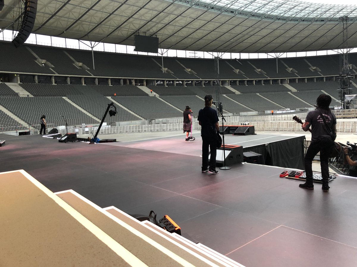 Guns n' roses berlin germany 03/06/2018 soundcheck slither shadow of your love