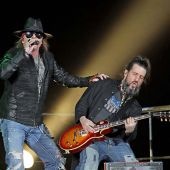 Concerts 2012 0520 liverpool axl ron01