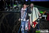 Concerts 2012 0622 milan axl tommy01