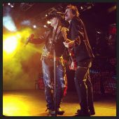 Concerts 2013 0317 melbourne axl tommy01
