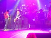 Concerts 2013 0320 brisbane guns n roses billy gibbons01