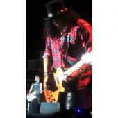 Concerts 2016 1101 rosario slash05