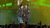 Concerts videos live london screen axl izzy01
