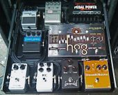 Guitares gear richard fortus pedal board