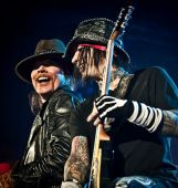Axl Rose and D.J. Ashba live 2011, picture by Katarina Benzova